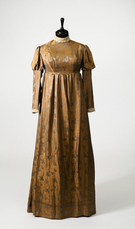 0269 Dress from the  early XIX century